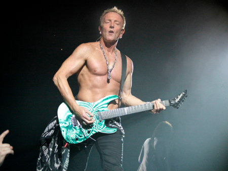 Video def leppard's phil collen riffs