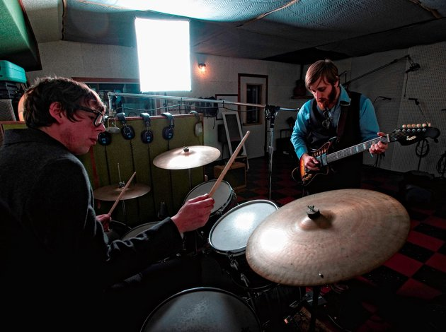 The black keys 'tighten up' video