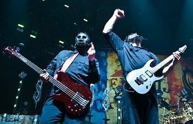 Interview - paul gray slipknot bassist finger