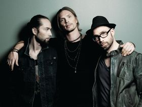 Video: Von Hertzen Brothers guitar tour