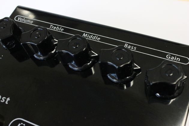Unlike most distortion pedals, the Uberschall features the essential tone knobs, allowing you to scoop the mids and adjust your sound like an amp.