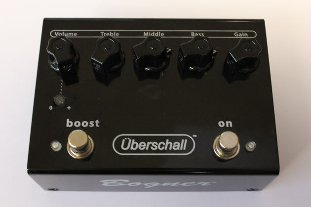 The Uberschall is built in a black metal shell