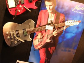 Manson dl-1 matt bellamy 'delorean' guitar: signature model