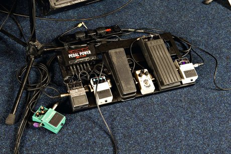 Steal their sound - steve cradock paul weller effects pedals