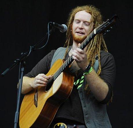 Newton faulkner - a percussive acoustic guitarist