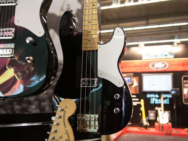 Cabronita Precision Bass