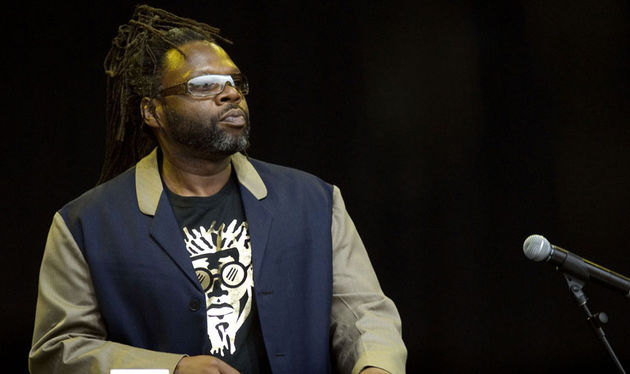Jazzie B. playing live with Soul II Soul in 2007