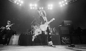 Led zeppelin live on stage
